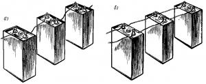 Рис. 165. Последовательное (а) и параллельное (б) соединения аккумуляторов