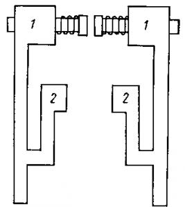 Рис. 300. Главные и дугогасительные контакты аппарата